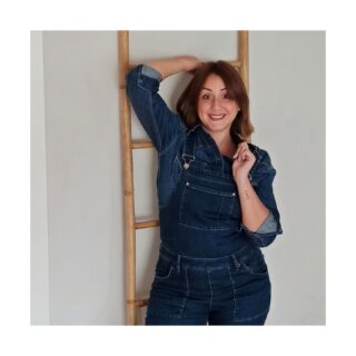 ✨Denim + denim = #totallook ✨ . Me encanta la idea de combinar un #peto vaquero con una camisa, también vaquera👌 . ¿Qué os parece? ¿Se os había ocurrido?  . #denim #vaquero #denimtotallook #asesoradeimagenvalencia #ootd #outfit #petovaquero #camisavaquera #comfyoutfit