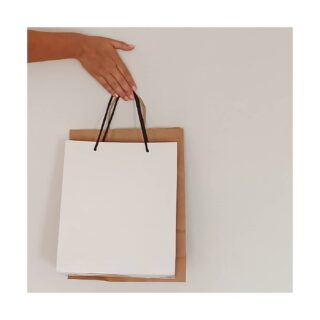 ✨Personal shopper✨ . Te acompaño de tiendas o #shopping para ayudarte a escoger las prendas más adecuadas para ti . Si te apetece, también podemos descubrir tiendas nuevas . #personalshopper #personalshoppervalencia #asesoradeimagen #rutadetiendas